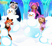 Hra - Disney Princess Playing Snowballs